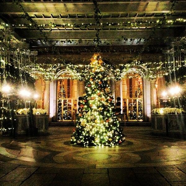 Foto scattata a Lotte New York Palace da Francisco M. il 12/28/2012