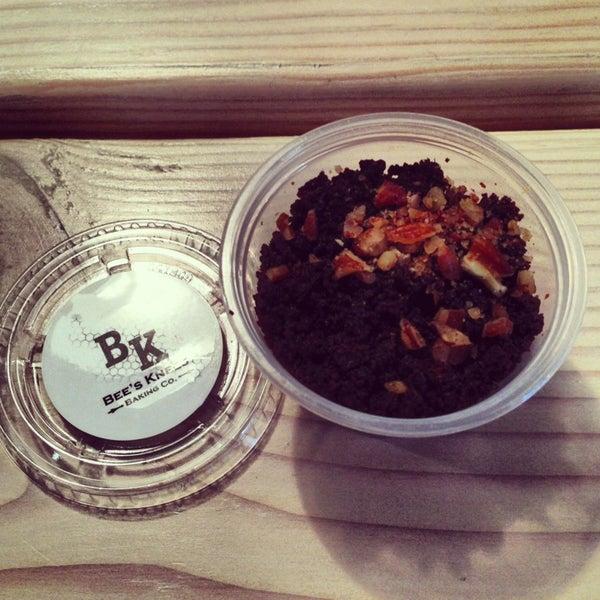 รูปภาพถ่ายที่ Bee's Knees Baking Co. โดย J D. เมื่อ 2/25/2013