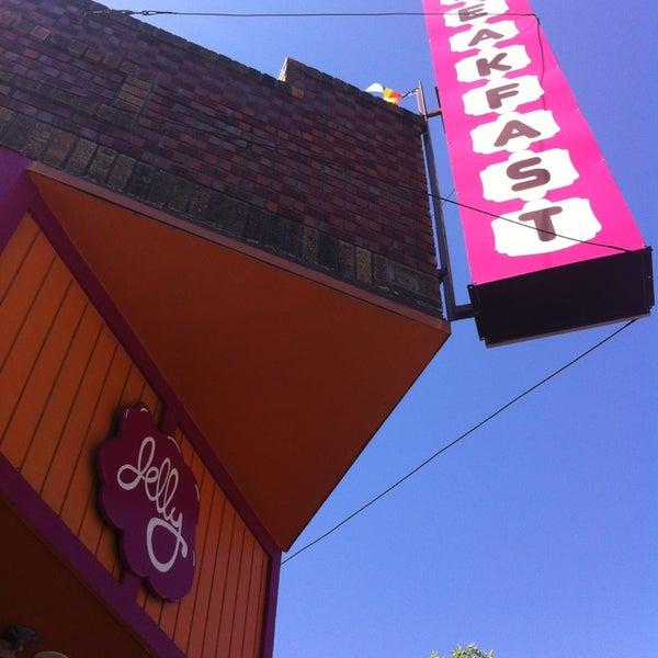 รูปภาพถ่ายที่ Jelly Cafe โดย G. M. เมื่อ 6/22/2013
