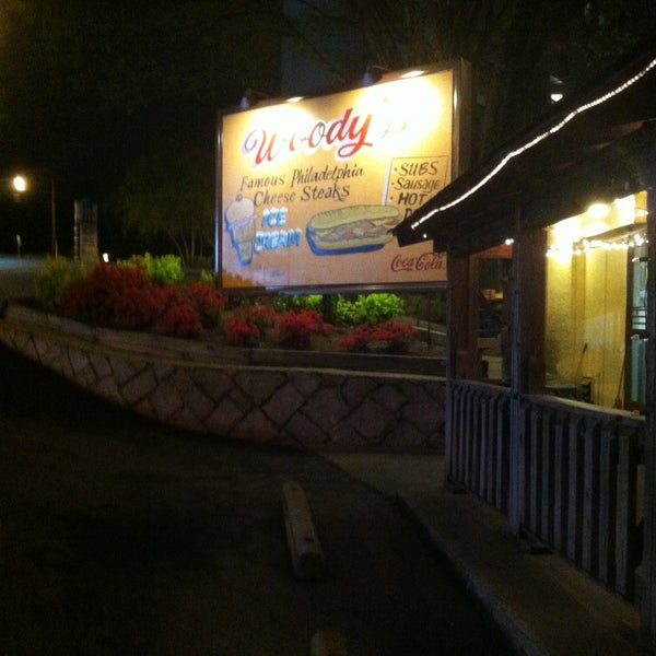 Foto scattata a Woody's Famous CheeseSteaks da Lovely D. il 4/15/2013