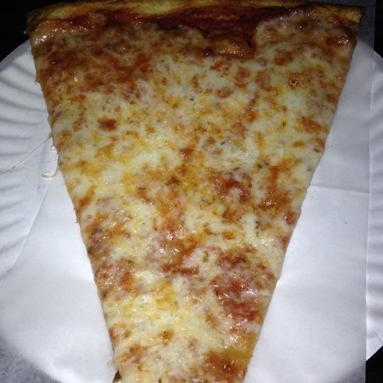 Foto scattata a The Pizza Pub da Jessica H. il 11/17/2012