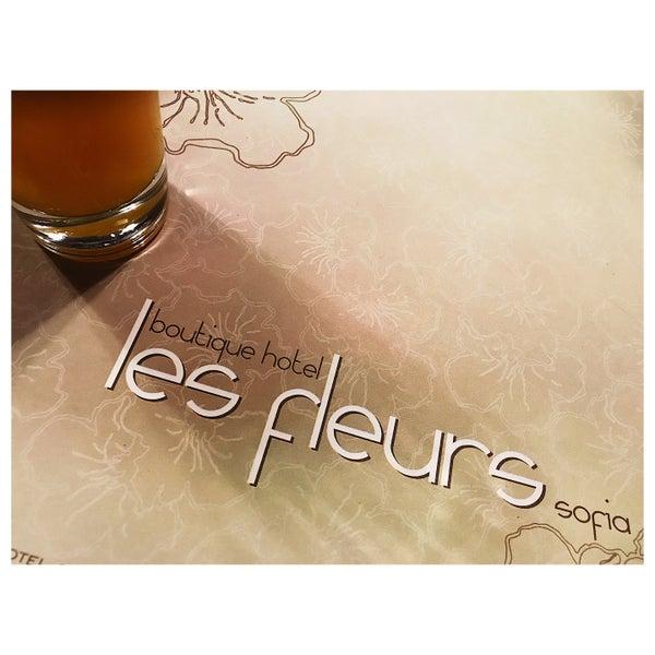 Foto diambil di Les Fleurs Boutique Hotel oleh Petros B. pada 6/7/2017