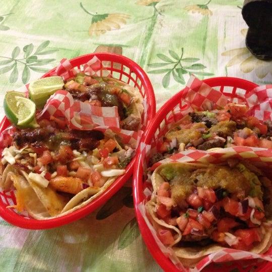 Снимок сделан в Seven Lives - Tacos y Mariscos пользователем Mayte M. 12/20/2012