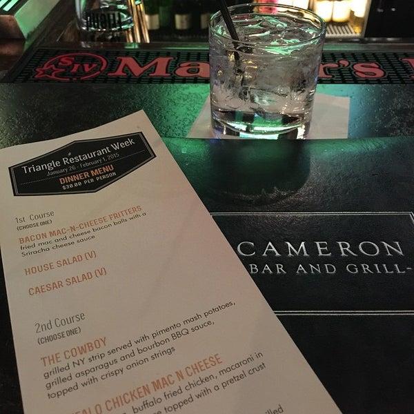 รูปภาพถ่ายที่ Cameron Bar & Grill โดย Johnnie B. เมื่อ 1/30/2015