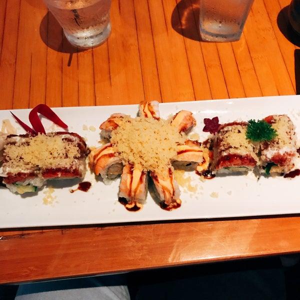 Das Foto wurde bei Mura Japanese Restaurant von Johnnie B. am 7/16/2017 aufgenommen