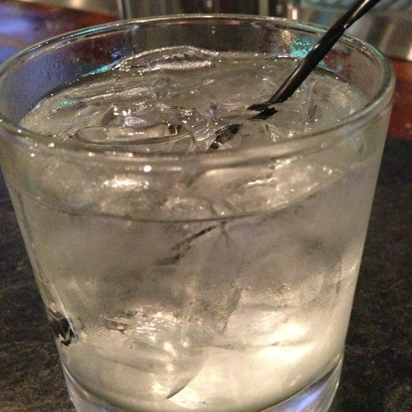 รูปภาพถ่ายที่ Cameron Bar & Grill โดย Johnnie B. เมื่อ 7/3/2013