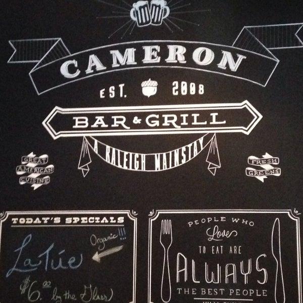 รูปภาพถ่ายที่ Cameron Bar & Grill โดย Johnnie B. เมื่อ 7/20/2014