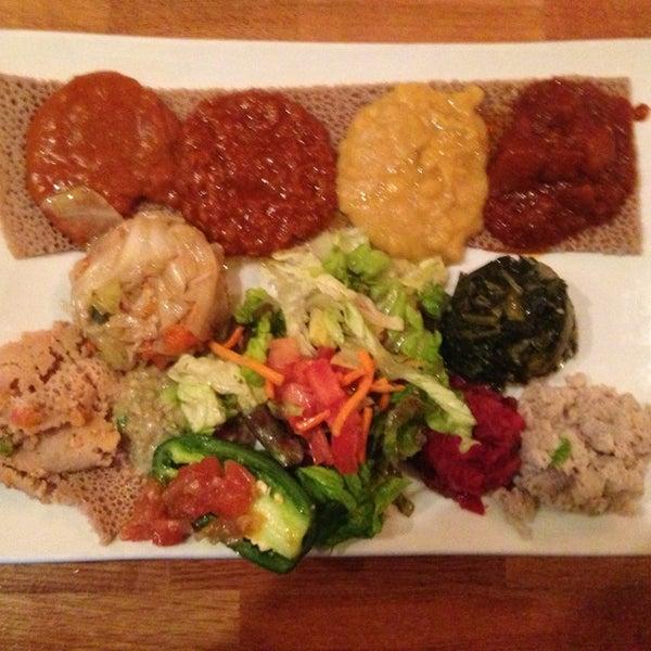 Foto scattata a Desta Ethiopian Kitchen da Octavio D. il 5/19/2013