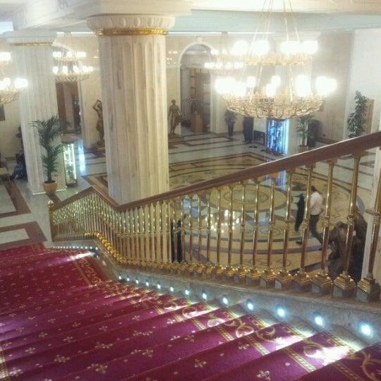 Foto scattata a Radisson Royal Hotel da Irene il 4/3/2013