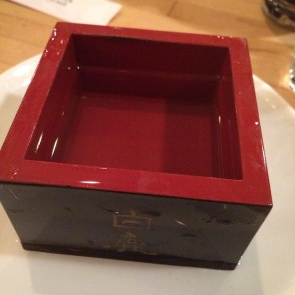 รูปภาพถ่ายที่ Sushi Tora โดย David H. เมื่อ 10/6/2013
