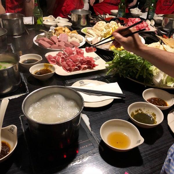 Foto diambil di 99 Favor Taste 99號餐廳 oleh Roy pada 5/1/2018