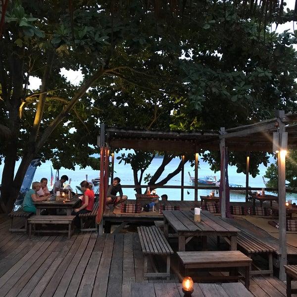 Das Foto wurde bei Castaway Resort von Baris K. am 6/29/2017 aufgenommen
