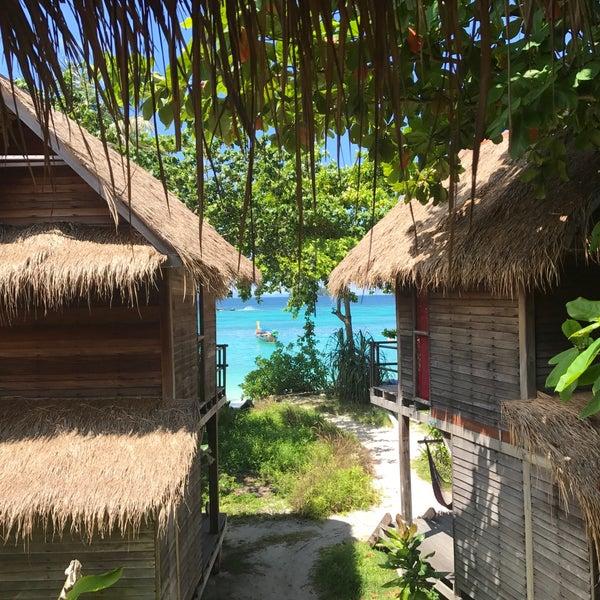 Das Foto wurde bei Castaway Resort von Baris K. am 6/27/2017 aufgenommen