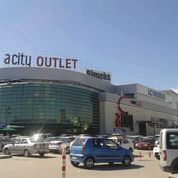 Das Foto wurde bei ACity Premium Outlet von Cem Doğan C. am 5/26/2013 aufgenommen