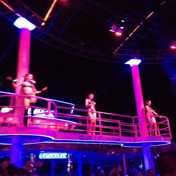 7/17/2013 tarihinde ✨€$RAC€ 👼ziyaretçi tarafından Club Catamaran'de çekilen fotoğraf