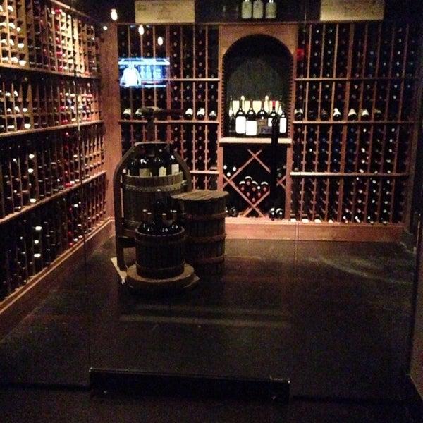 2/15/2014에 Marija V.님이 Angus Club Steakhouse에서 찍은 사진