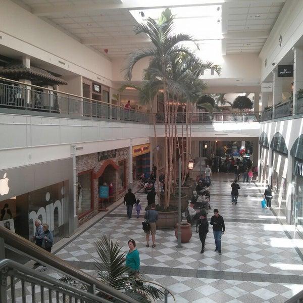 Foto tomada en Hillsdale Shopping Center por Lucas el 3/3/2013