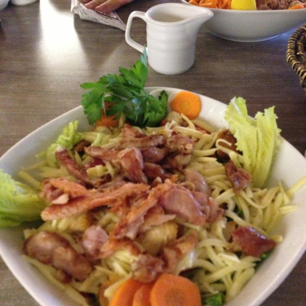 Foto tomada en Dudu Cafe Restaurant por Serpil K. el 6/13/2013