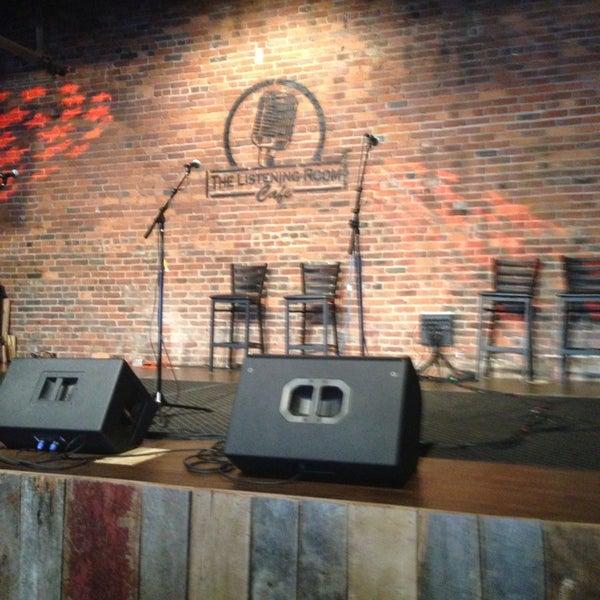 Foto scattata a The Listening Room Cafe da Ellie G. il 5/18/2013