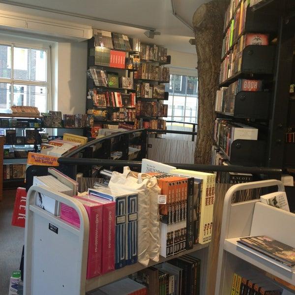 Foto tirada no(a) The American Book Center por Katya M. em 6/15/2013