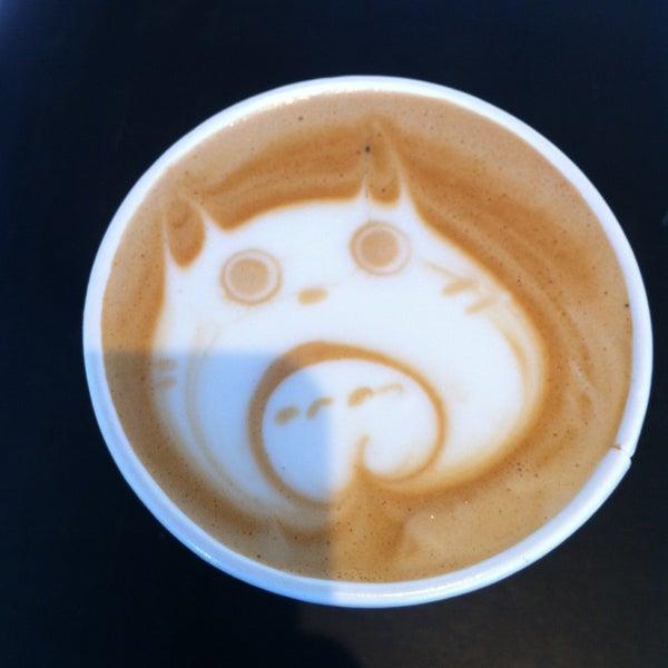 Das Foto wurde bei Elite Audio Coffee Bar von Bala S. am 3/8/2013 aufgenommen