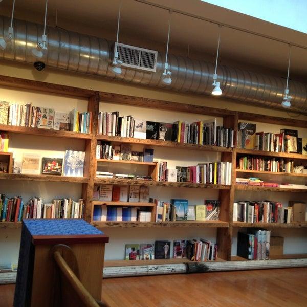 Das Foto wurde bei BookCourt von JonathanT2 am 2/5/2013 aufgenommen