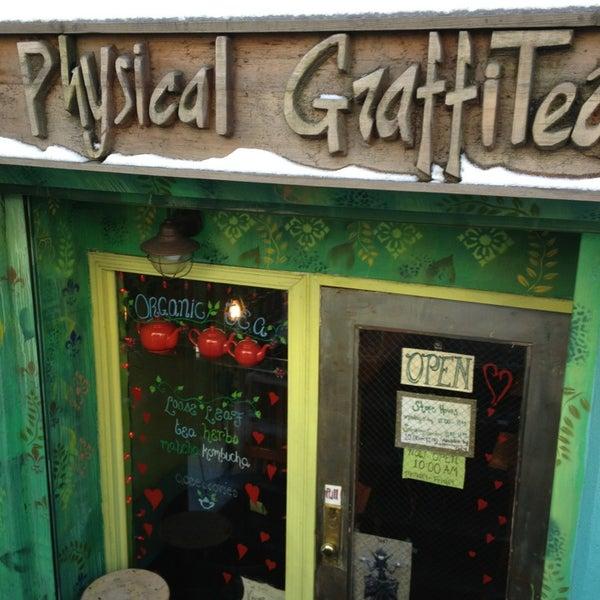 รูปภาพถ่ายที่ Physical Graffitea โดย AndresT5 เมื่อ 2/10/2013