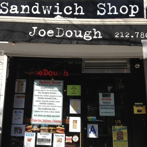 Foto tirada no(a) JoeDough Sandwich Shop por AndresT5 em 2/10/2013