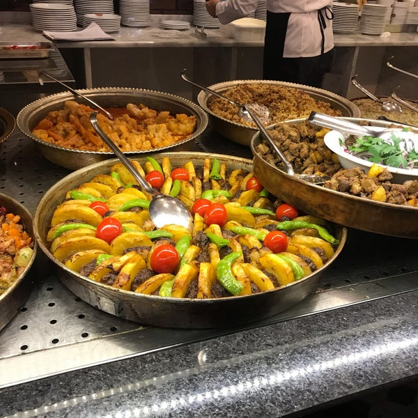 Sulu yemeklerden pideye bol çeşit mevcut. Yalnız Karadeniz Pidesi olduğu için tereyağı fazla, ağır gelebilir. Döneri çok lezzetli, pişmesi tam kıvamında.