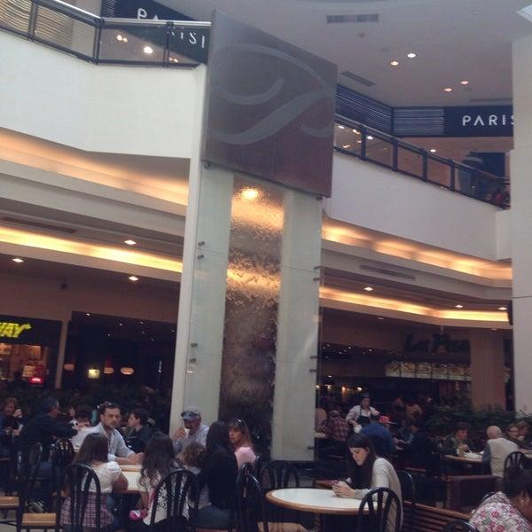Das Foto wurde bei Portones Shopping von Santiago F. am 10/6/2013 aufgenommen