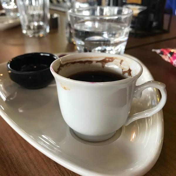 Das Foto wurde bei Coffee Caramel von fatoş am 3/31/2018 aufgenommen