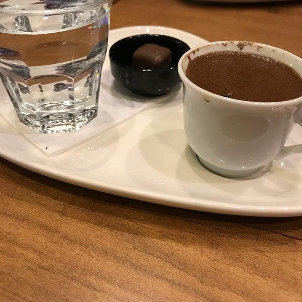 Das Foto wurde bei Coffee Caramel von fatoş am 4/18/2018 aufgenommen