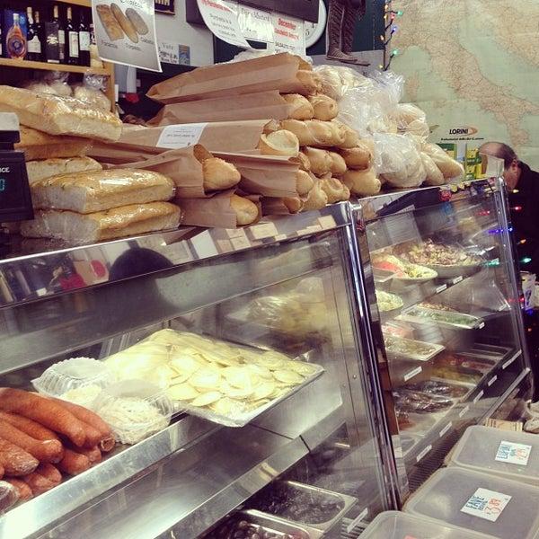 Das Foto wurde bei Mona Lisa Italian Restaurant von Xuan V. am 12/27/2012 aufgenommen