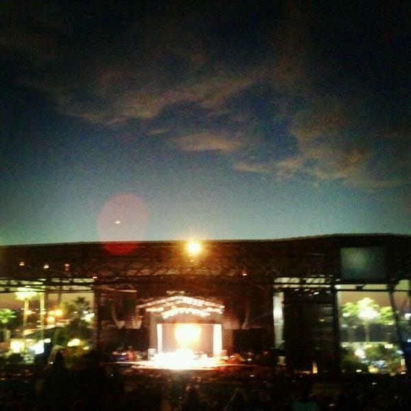 Foto tomada en Coral Sky Amphitheatre por John F. el 10/27/2012