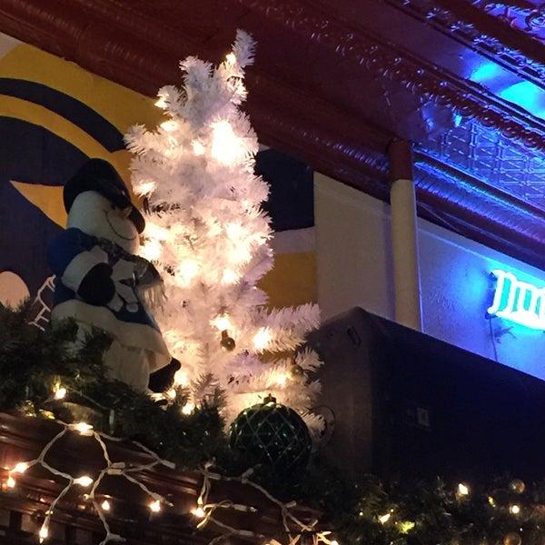 12/6/2015 tarihinde Madeleine D.ziyaretçi tarafından Four Farthings Tavern & Grill'de çekilen fotoğraf