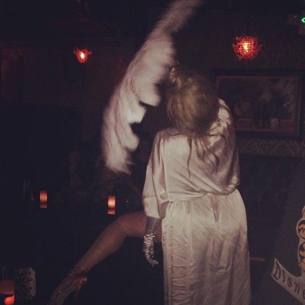 Foto tomada en Seventy7 Lounge por Carissa H. el 2/27/2014