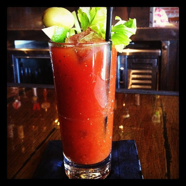 Foto scattata a SmithHouse - BBQ, Burgers, Brews da Carissa H. il 9/16/2012