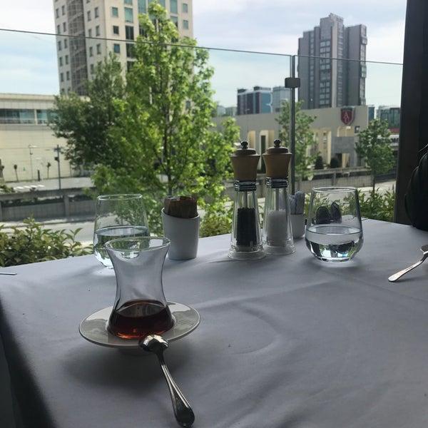 Foto tirada no(a) Seraf Restaurant por Huseyin em 5/1/2019