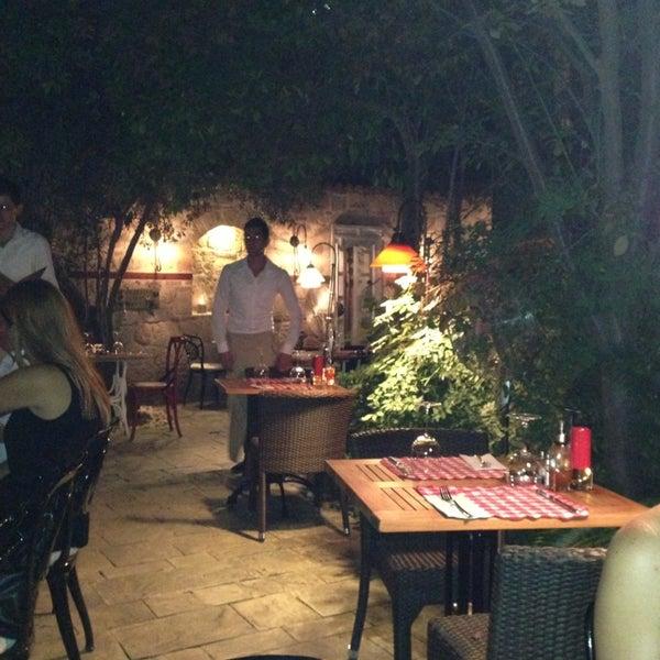 Das Foto wurde bei Il Vicino Pizzeria von Nahide K. am 9/12/2013 aufgenommen