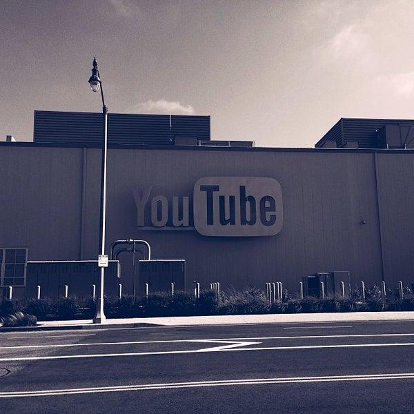 Снимок сделан в YouTube Space LA пользователем Brant B. 9/20/2013