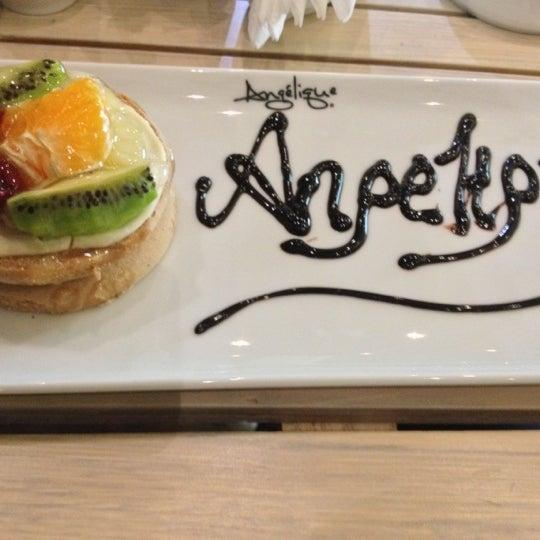 Foto tomada en Del Moon Coffee & Food & Hookah por Burhan A. el 11/26/2012