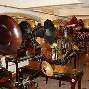 Снимок сделан в Музей граммофонов и фонографов В.И.Дерябкина пользователем Алёна М. 12/23/2012