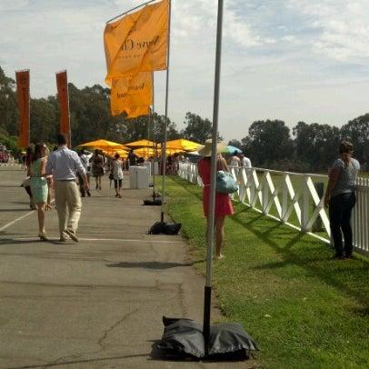 Das Foto wurde bei Veuve Clicquot Polo Classic von Thomas C. am 10/6/2012 aufgenommen