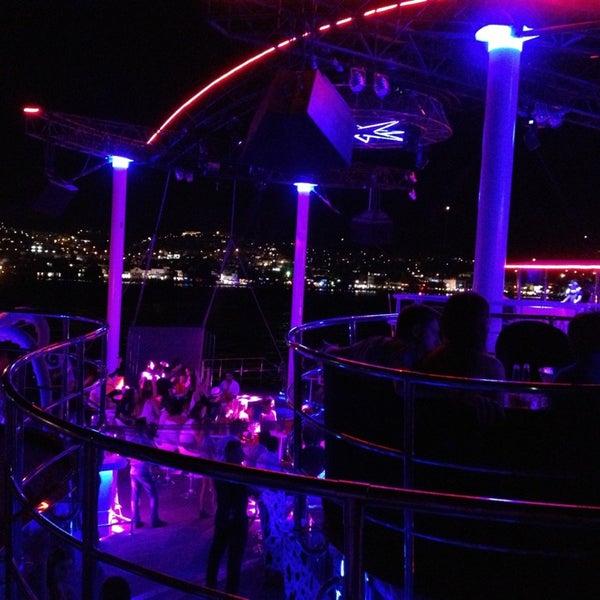 7/16/2013 tarihinde 🐾Edeviye🐾 U.ziyaretçi tarafından Club Catamaran'de çekilen fotoğraf