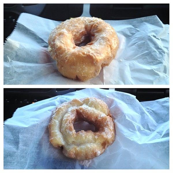 รูปภาพถ่ายที่ Cops & Doughnuts Bakery โดย MyThy H. เมื่อ 2/2/2014