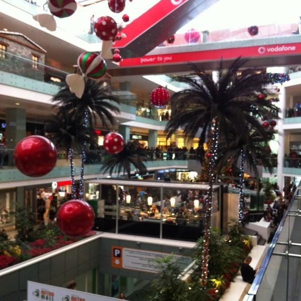 รูปภาพถ่ายที่ Athens Metro Mall โดย J Z. เมื่อ 12/23/2012