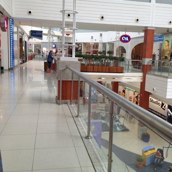 Снимок сделан в Floripa Shopping пользователем Luzia T. 1/14/2013
