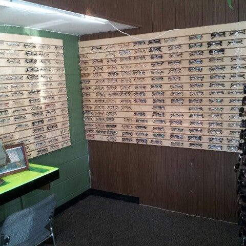 Photo prise au Smith's Opticians par Kerwin M. le11/29/2012