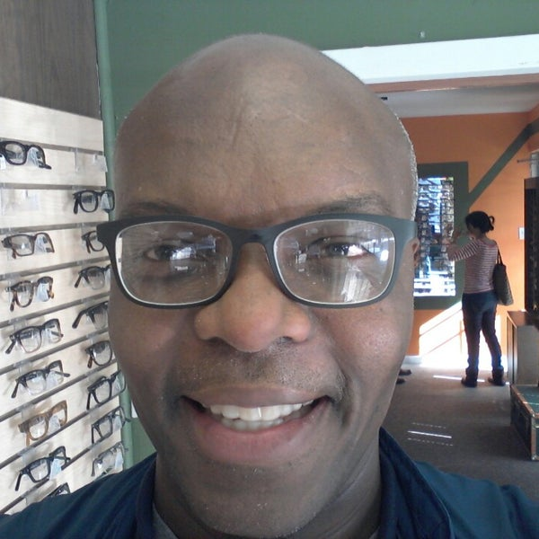 Photo prise au Smith's Opticians par Kerwin M. le2/19/2013