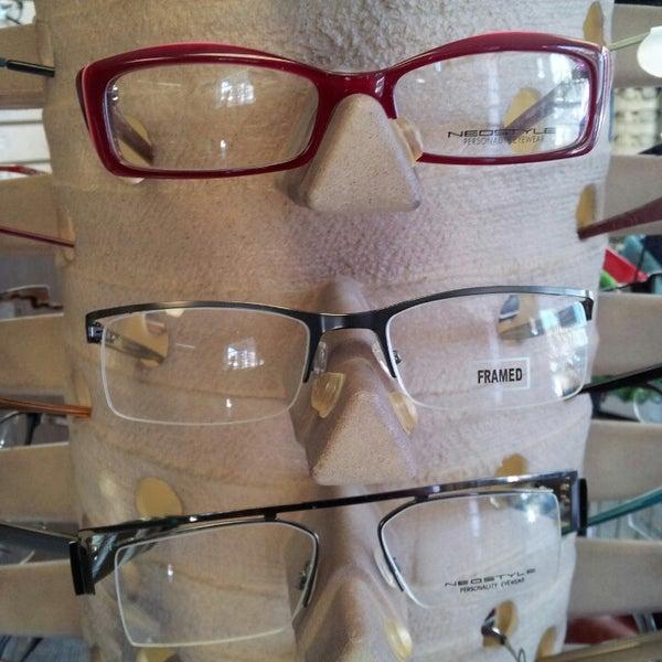 Photo prise au Smith's Opticians par Kerwin M. le2/14/2013